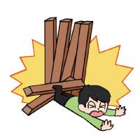 立てかけていた木材が崩れ、近くにいた子供がケガをした